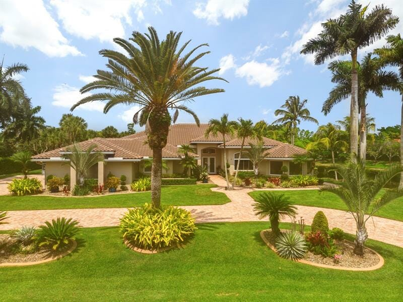 , Residential: 5 Beds, 4.5 Baths, In WESTON. $ 1,499,000, Wheelchair Accessible Homes